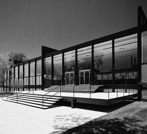 critical der essay mies rohe van Ludwig mies van der rohe (1886-1969), a german-born architect is widely regarded as one of the pioneering masters of modern architecture, responsible for establishing and popularizing a new architectural style in the us mies left germany in 1938 to head the armour institute, which later became the illinois institute of technology.