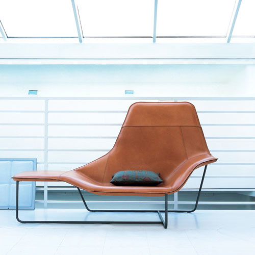 921 lama lounge chair from zanotta daily icon - Chaise transparente pas chere ...